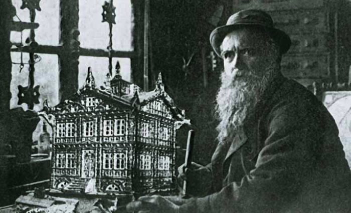 Karl Junker with the model of the house